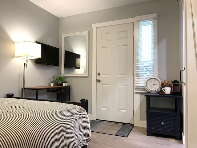 Cozy Suite in Boundary Park/ Sunshine Hill area