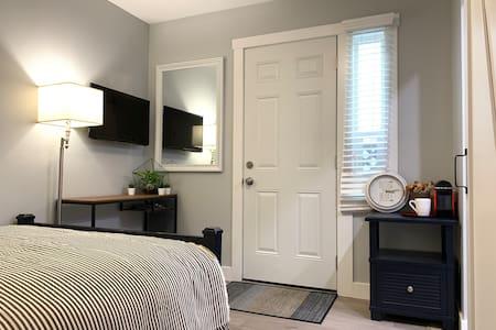 Cozy Suite in Boundary Park/ Sunshine Hill area