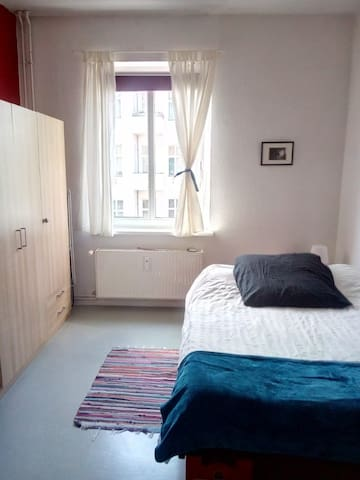 Beautiful & sunny room close to city center