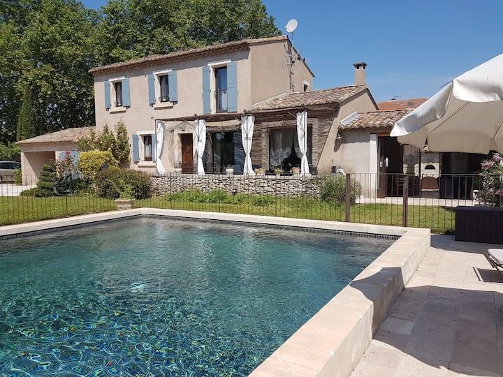 Au pied du Luberon Maison de charme avec piscine