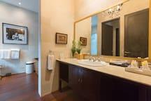 The bathroom with bathroom amenities