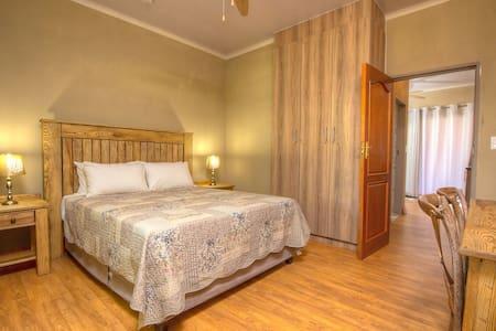 Simplistic Luxury - Pretoria - Apartment-Hotel