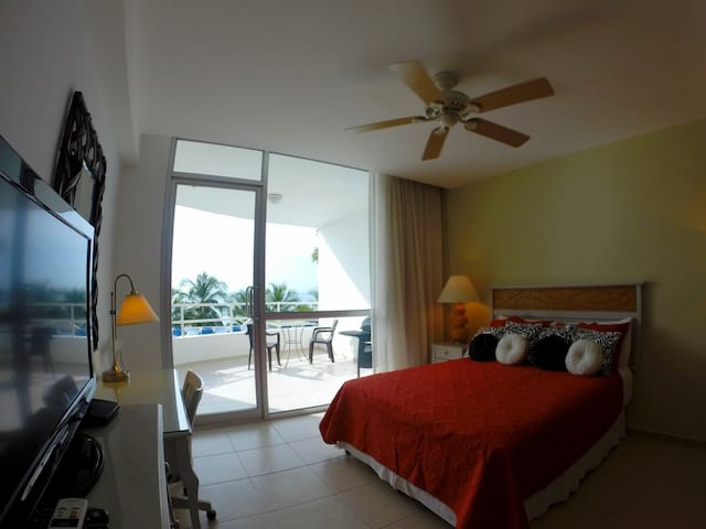 GREAT DEAL! OCEAN FRONT- STEPS FROM BEACH AND POOL