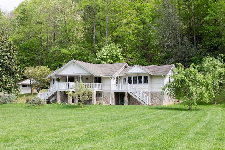 Etta house-- a classie manor