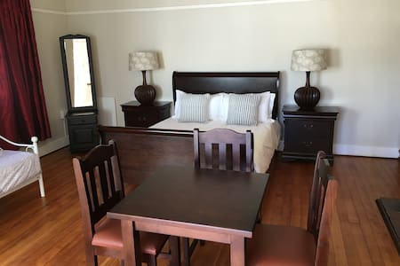 Rm 5 Eagle (queen+single) - Kimberley - Chambres d'hôtes