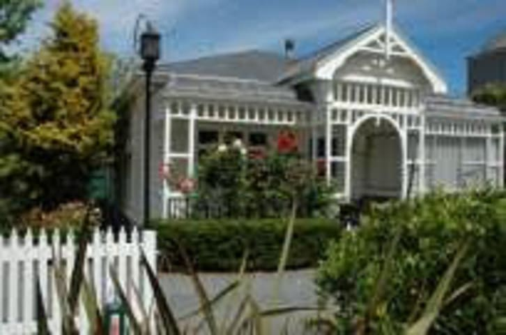 La DeDah - Self contained Garden Apartment - Greytown - Daire