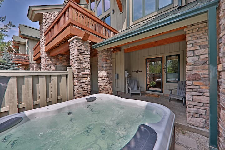 New listing! Stunning townhome w/ deck, patio, and private hot tub!