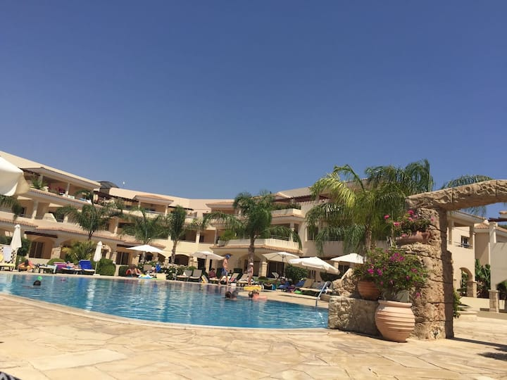 Luxury 2 bed apartment, great amenities  nr Paphos