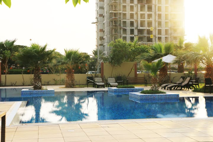 Family-friendly studio with pool - Dubai - Byt