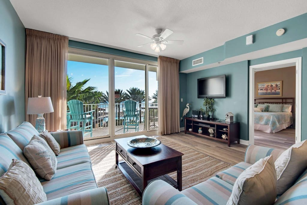 42 inch Flat Screen TV, DVD player and Stereo with iPOD docking station. Queen sleeper sofa & private balcony with a stunning view!