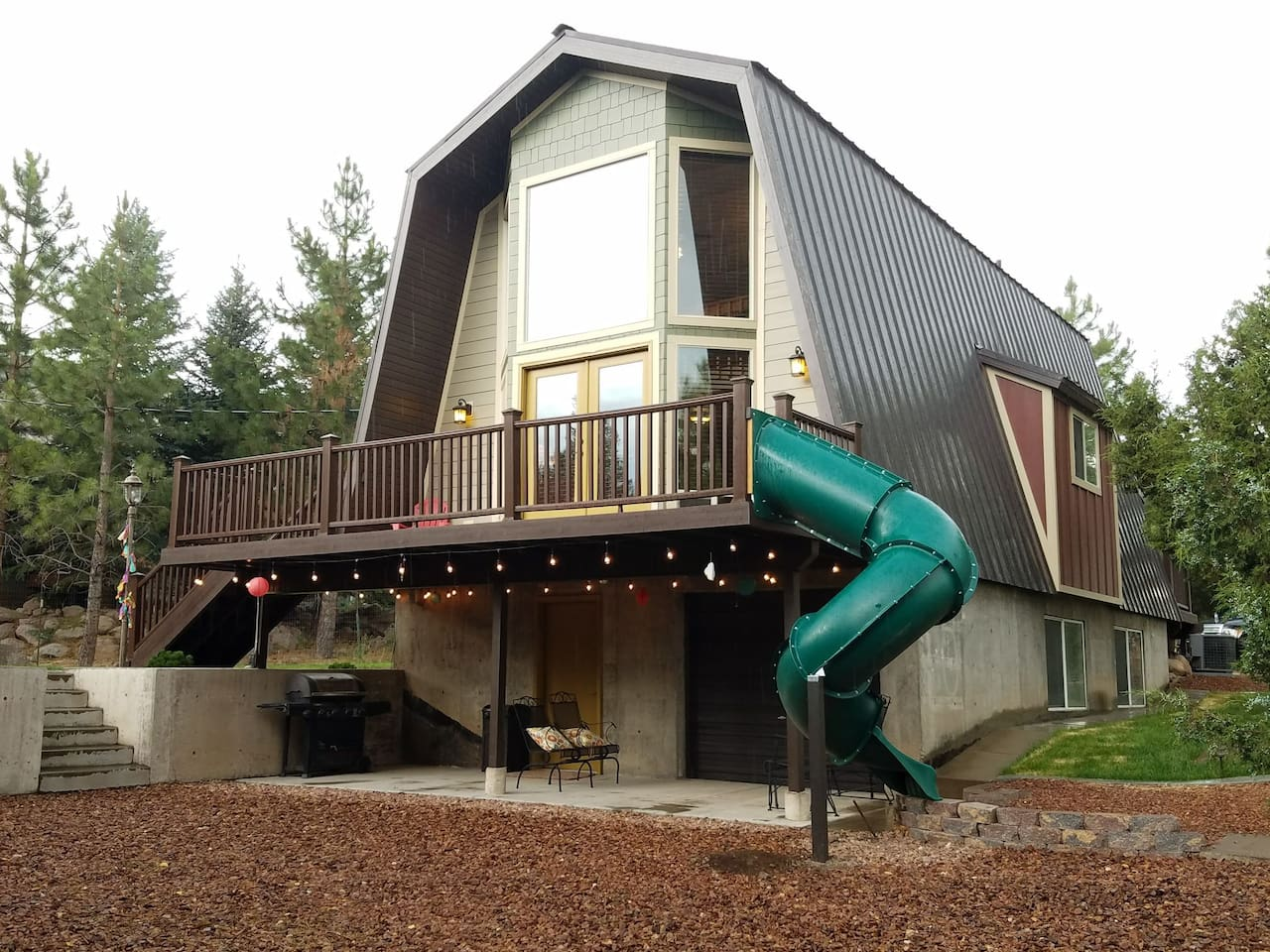 Cozy Pine Valley cabin, back side and deck, with slide for the kids