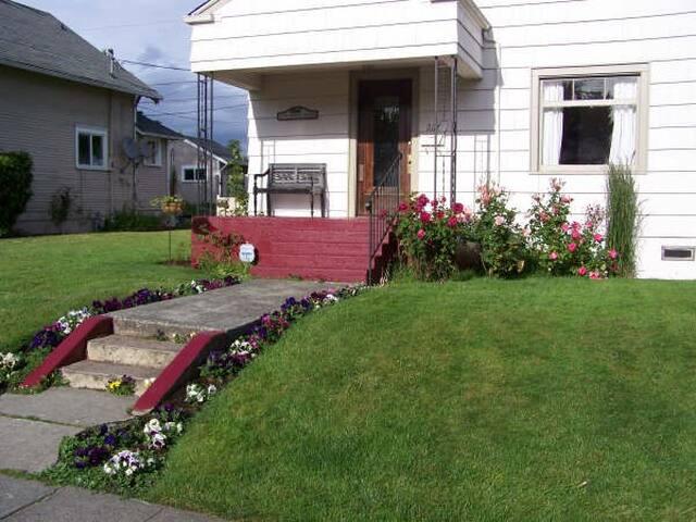 Everett Marina Home