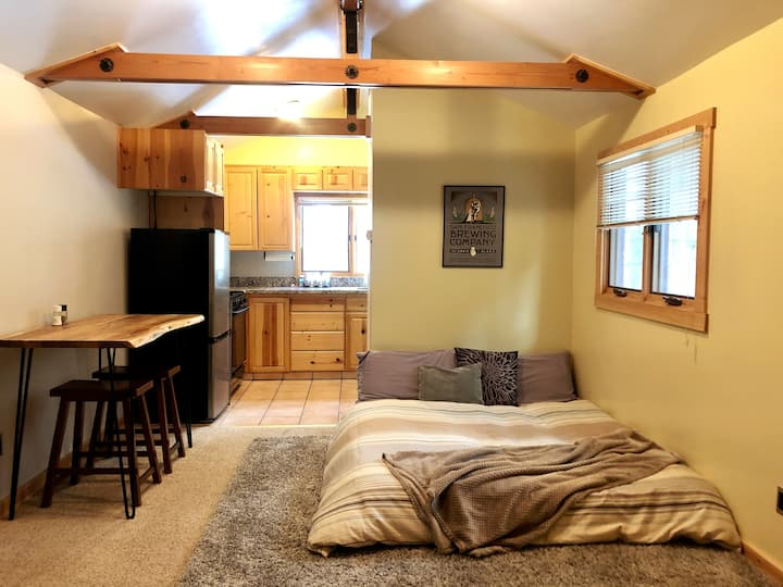 Cozy Crashpad in the woods, close to ski resorts