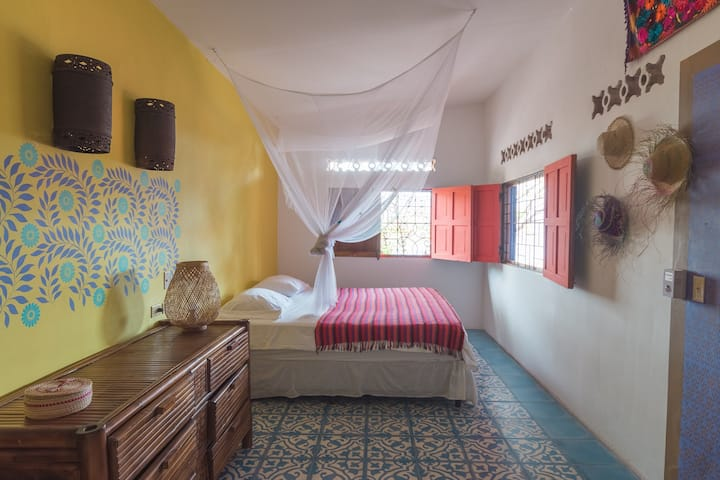 Casa de las Aves B&B Room with a view. King bed.
