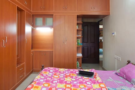 Master Bedroom with private balcony - Bangalore - Wohnung