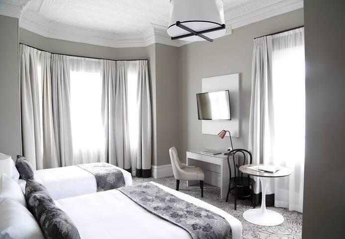 Heritage Deluxe Room - Randwick Lodge