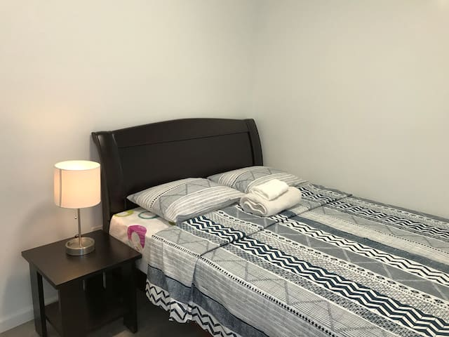 Cozy Private Room, Walking Distance From LGA, Rm 6