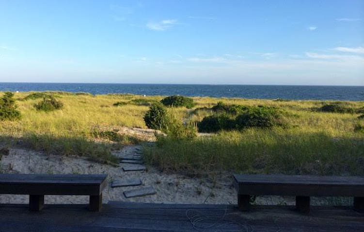 Gorgeous Harwichport Home with Private Beach! - Harwich - Casa