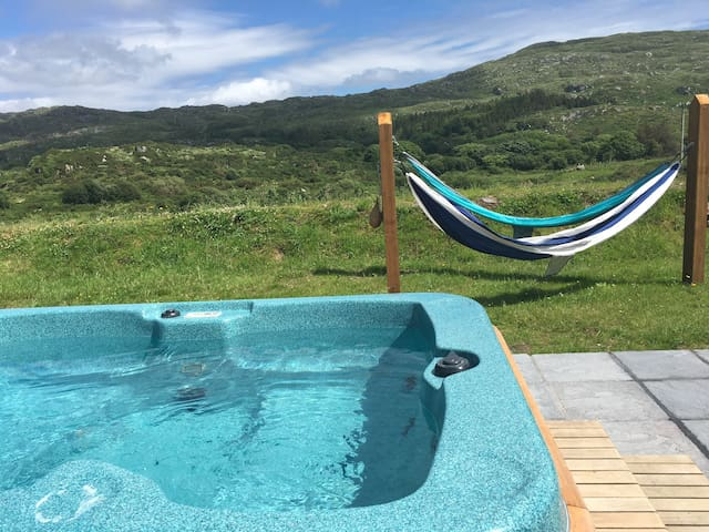Wild Atlantic Rest  Private Hot Tub, Sauna &Gym