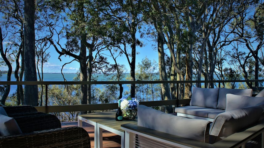 Tuggerah Lake House - Waterfront Breakfast incl.