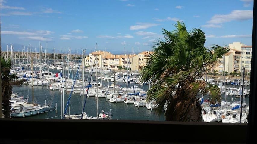 Beau F1 avec vue sur le port - Leucate - Apartment