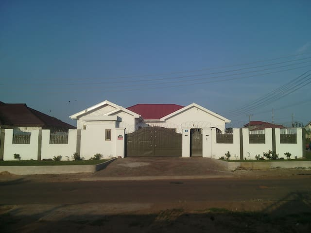 Newly Completed 5 roomed House with outer house - Accra - House