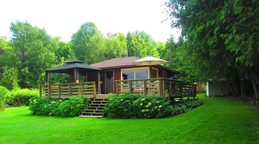 Cozy Cottage on Buckhorn Lake - Ennismore - Hytte
