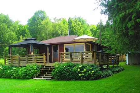 Cozy Cottage on Buckhorn Lake - Ennismore - 小木屋