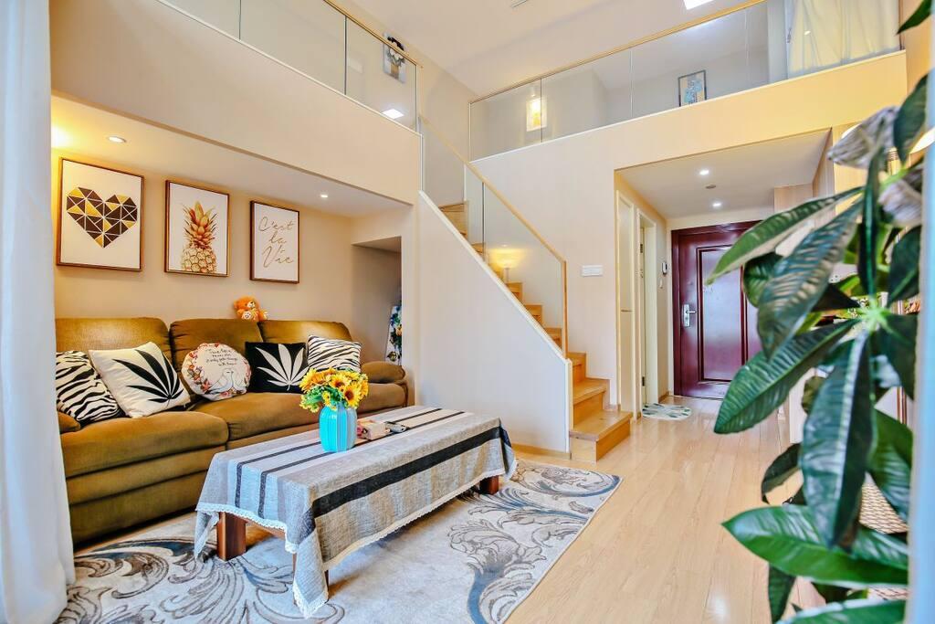 一楼客厅温馨舒适。