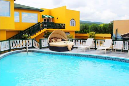 Ocean Front Mobay Villa 15 Minutes to Airport - Montego Bay