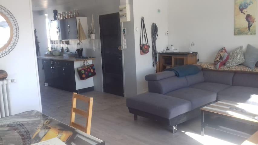 Chambre privée dans appartement lumineux et calme