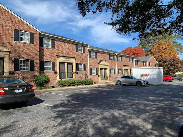 Cozy 2 BR Townhouse Near Downtown Greenville / TR!