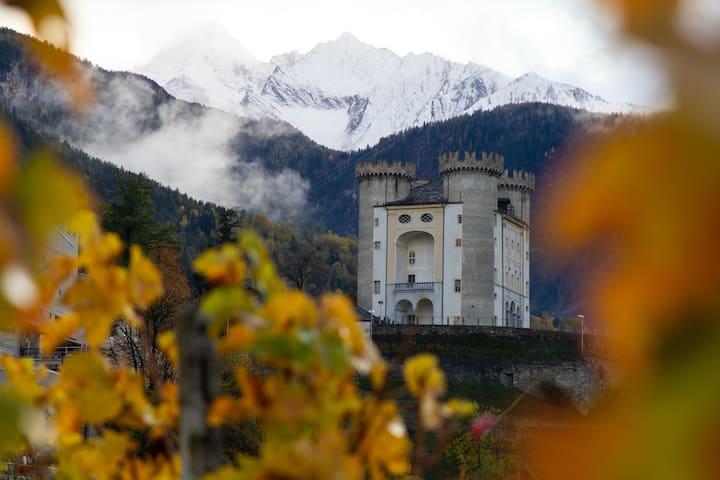 Castello di Aymavilles situato a 500 metri