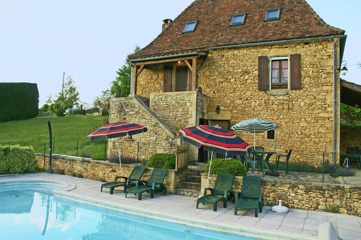 Holiday home with garden and private swimming pool in a quiet, forested area.