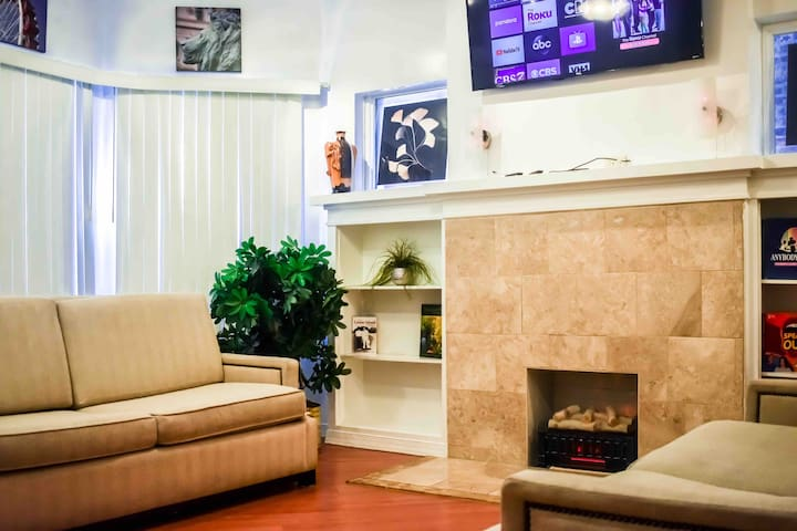 Spacious & Cozy 3Bdr in the Heart of Chicago