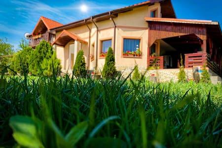 Casa Lac de Verde