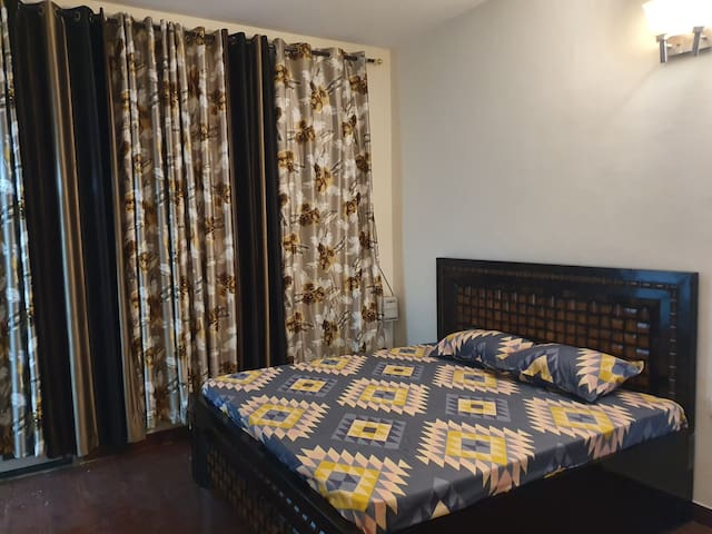 Entire, Indep, 03 BHK, sector 48