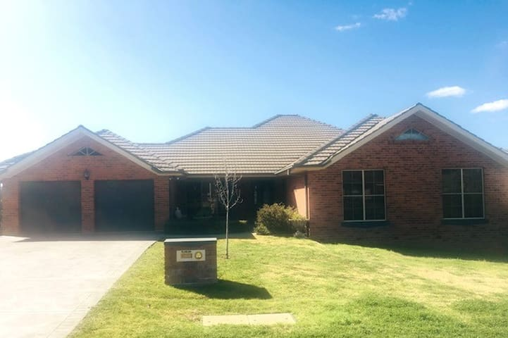 Spacious Home with Stunning Views of Mudgee