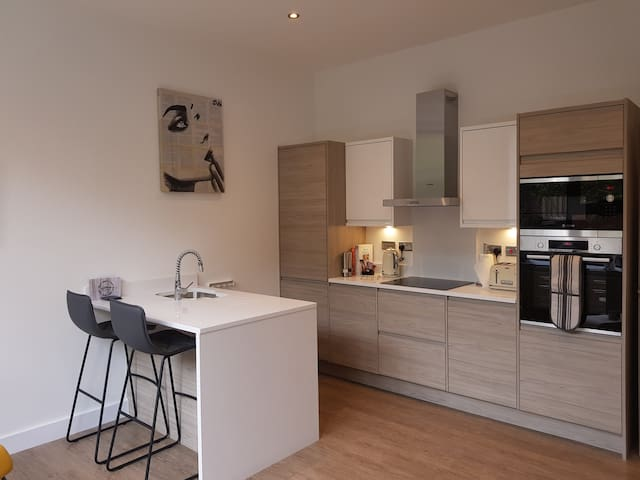 3 Cuppin St - Luxury Chester City Centre apartment