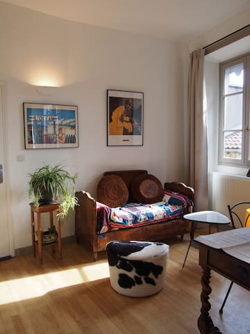 Sunlit, quiet and charming studio in old district