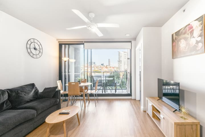 King St Vibrant 2BR|ClosetoCity|Showgrounds #Y1000