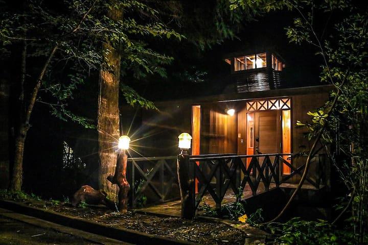 """BRIDGE""  Karuizawa woodland hideaway"