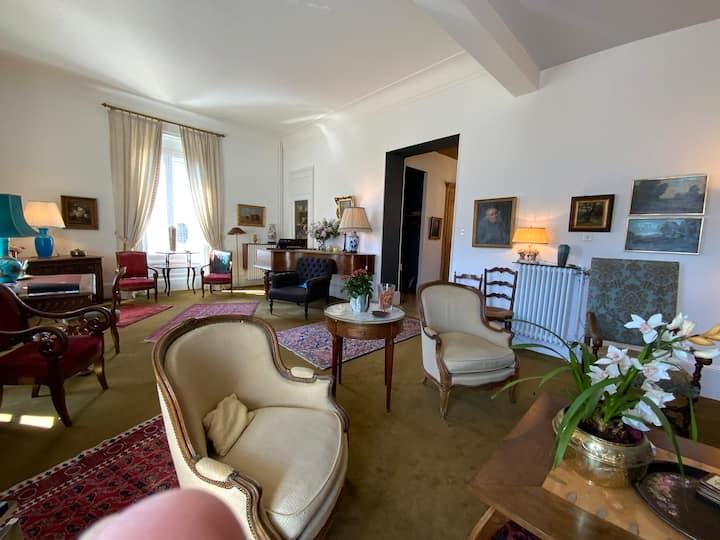 Grand appartement à l'étage d'un hôtel particulier
