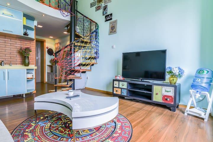 市中心南屏街,翠湖阳光loft跃层YN公寓,可住4人,生活简直太方便。 - Kunming