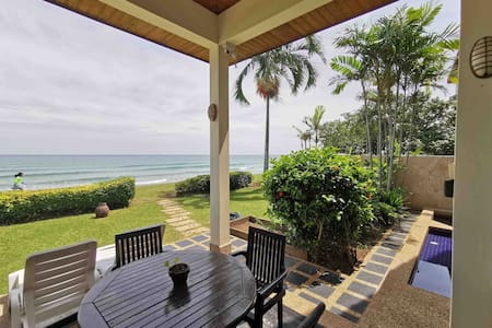 Absolute Beachfront Pool Villa Rafflesia