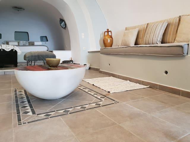 Santorini-Oia-Finikia,Cave house mARTrona