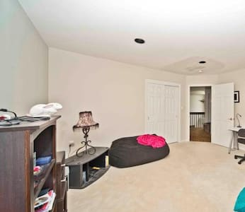 Clean, comfortable, & Luxurious. Great Location! - Manalapan Township