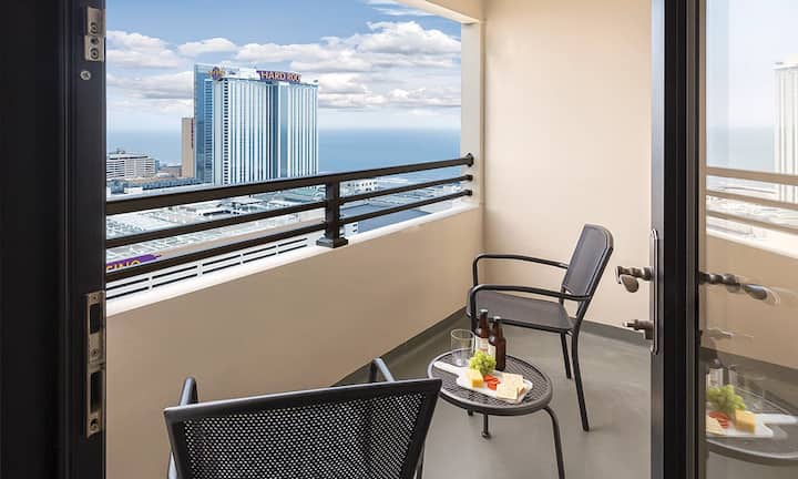 Spacious 1bd suite at Skyline Tower