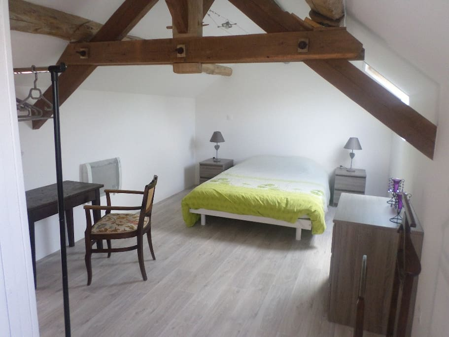 Chambre à l'étage pour couple avec salle de bain