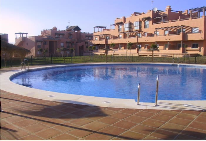 Modern apartment with pool in fantastic location! - Casares - Apartamento
